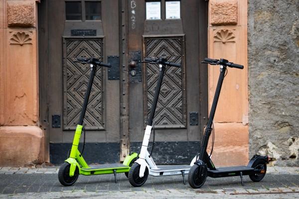 """E-Scooter STREETBOOSTER """"One"""" mit 8.5"""" Luft-Reifen"""